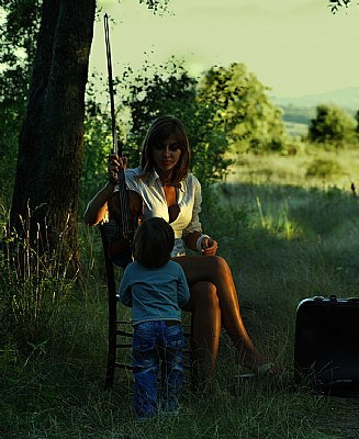 lady with a violin and a child