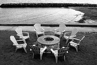 Chairs & Firepit monochrome